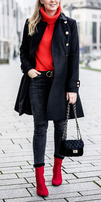 From velvet jackets to red bodycon dresses, there is something for everyone from cozy to glam. Have a look at these 25 Casual XMAS Holiday Outfit Ideas for Every Girl's Style. Christmas + New Year Outfits via higiggle.com | red jumper + coat outfits | #holiday #christmas #coat #jumper