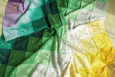 Crochet rainbow blanket pattern | Happy in Red