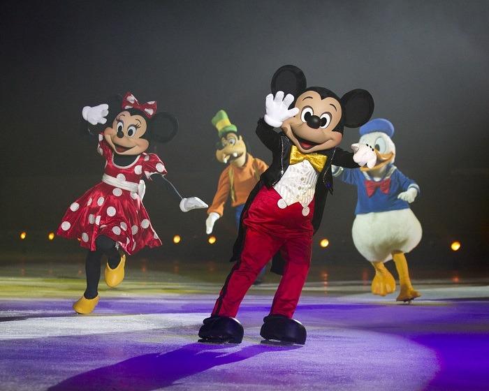 Disney On Ice: Mickey patinando