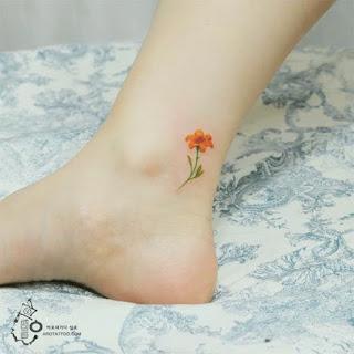 tatuaje flor amarilla