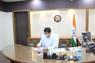 नवागत कलेक्टर श्री नीरज कुमार सिंह ने किया पदभार ग्रहण
