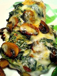 Spinach and Mushroom Smothered Chicken #recipes #dinnerrecipes #dishesrecipes #dinnerdishes #dinnerdishesrecipes #food #foodporn #healthy #yummy #instafood #foodie #delicious #dinner #breakfast #dessert #lunch #vegan #cake #eatclean #homemade #diet #healthyfood #cleaneating #foodstagram
