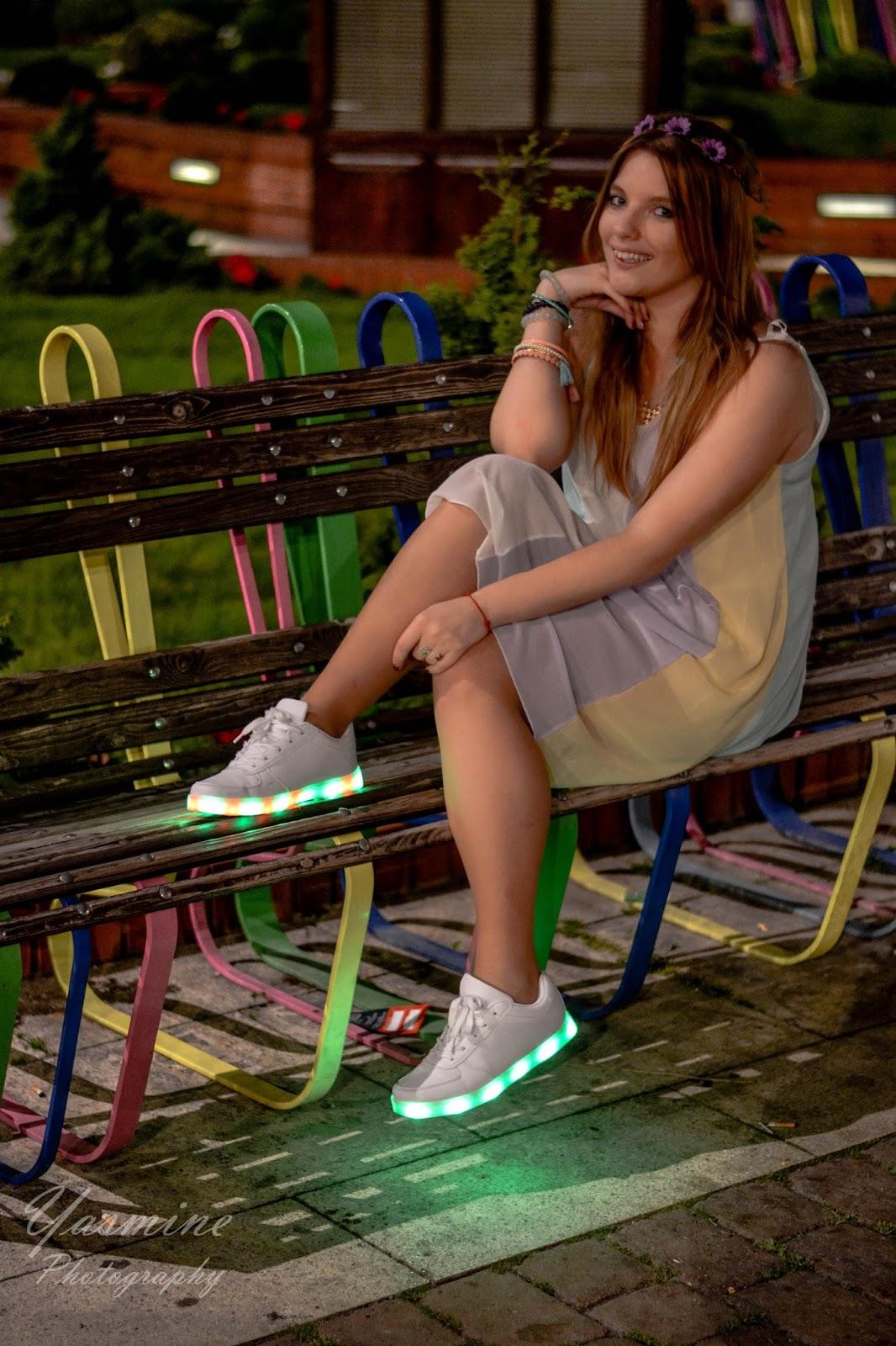 stylizacje festiwalowe ze smeakersami sneakersy disco light renee recenzja melodylaniella lookbook fashion look
