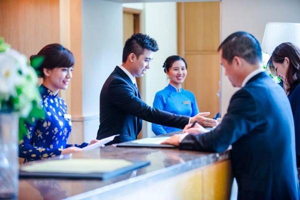 Câu tiếng Anh giao tiếp trong khách sạn cho lễ tân khi tiếp đón khách