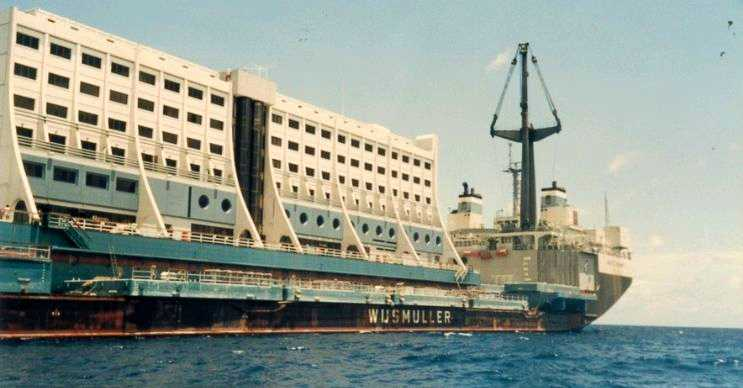 Çevrede başka otellerin açılması gemi otelin sonunu hızlandırmıştı.