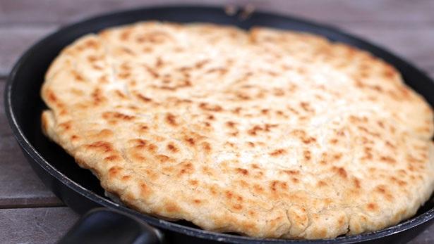 Pazar kahvaltısı için mayasız ekmek nasıl yapılır? tavada ekmek tarifi