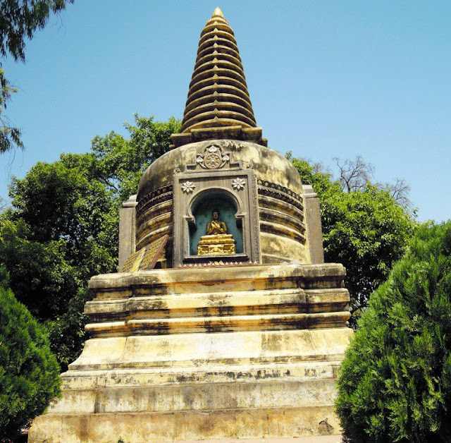 Votive stupa near the Mahabodhi Temple, Bodhgaya.