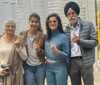 taapsee pannu with her family