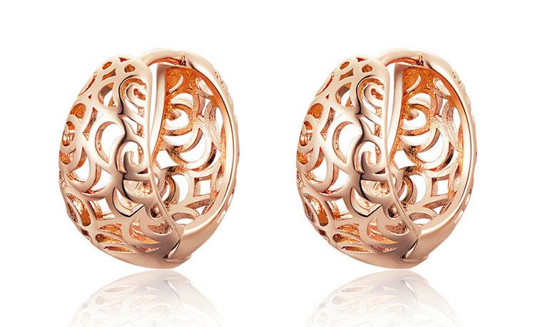 玫瑰金色圓鏤空耳環