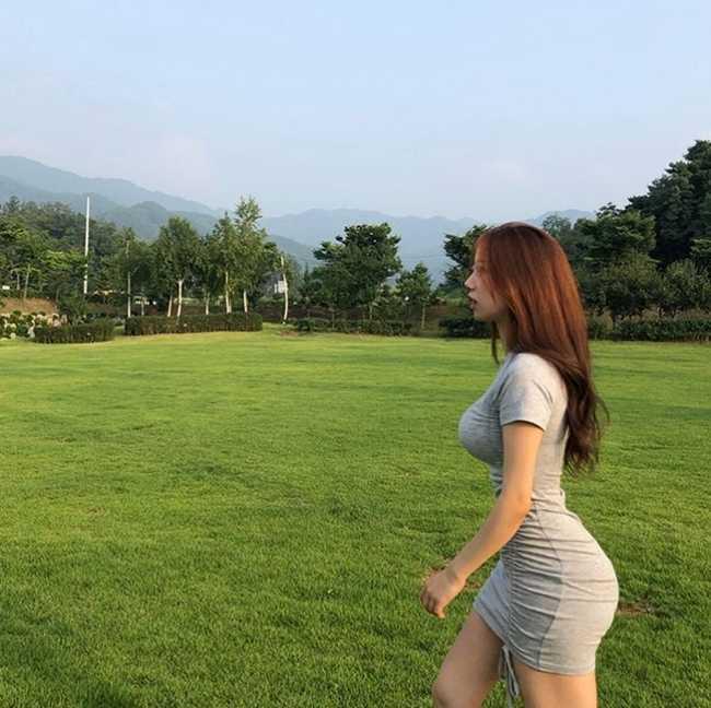 Pilates và yoga giúp 2 cô gái Hàn có dáng vạn người mê