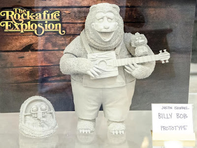 Designer Con 2017 First Look The Rock-afire Explosion Billy Bob Vinyl Figure by Justin Ishmael