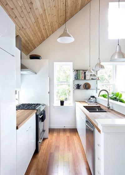 дизайн кухни под крышей