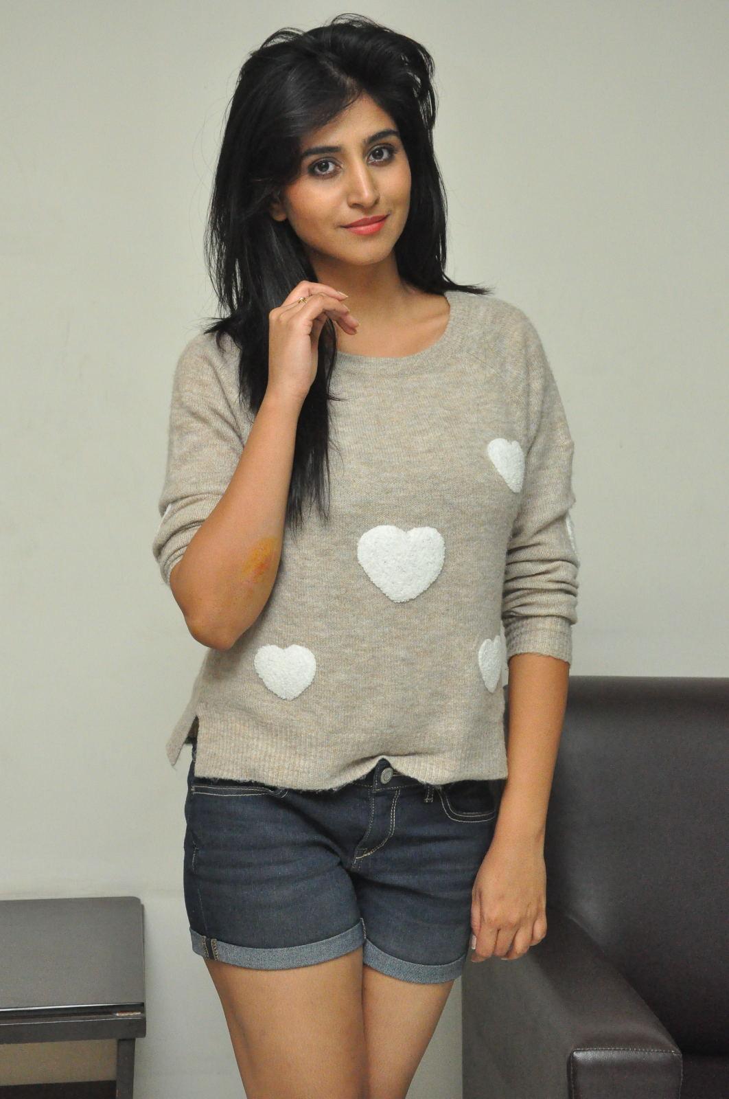 Shamili new cute photos gallery-HQ-Photo-2