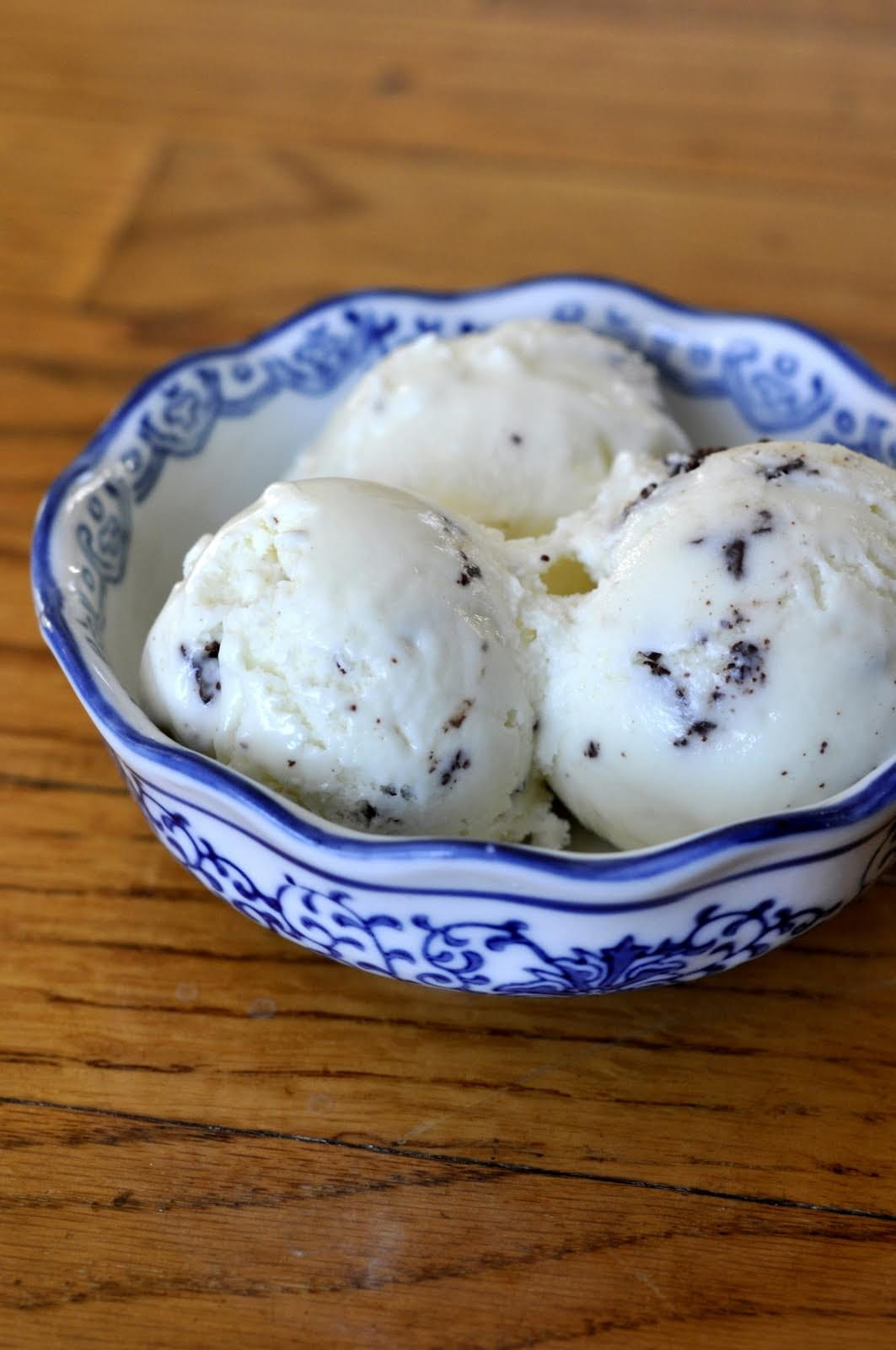 Stracciatella Gelato has a smooth and luscious texture dotted with flakes of chocolate. This Italian gelato is sure to become your new favorite frozen treat.