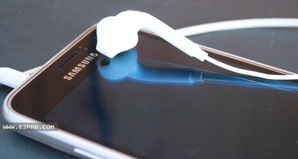 الصوت يعمل فقط مع سماعات الأذن سامسونج
