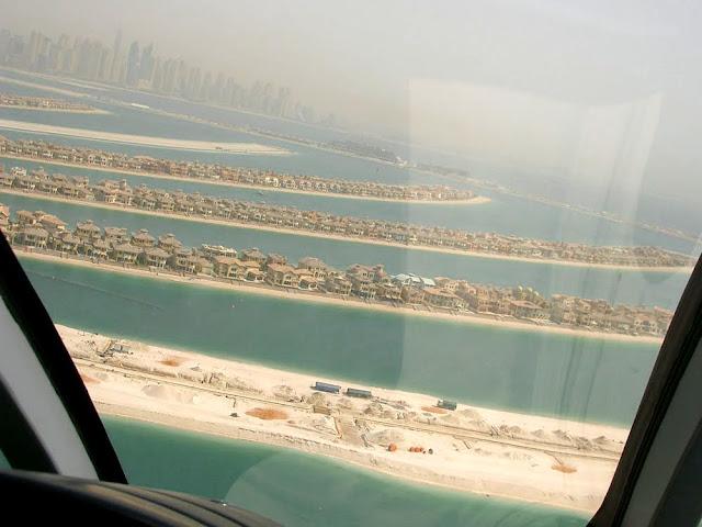 ヘリコプターから、ドバイのパームジュメイラの眺め