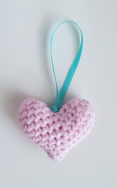 Looking for a quick and easy pattern to make a cute crochet heart?  Perhaps a gift for valentine's day, a wedding, or just to tell someone you love them!   Click to find out more!