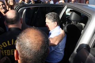 http://vnoticia.com.br/noticia/1990-justica-veta-lives-de-rosinha-impondo-mais-restricoes-a-garotinho-que-cumpre-prisao-domiciliar