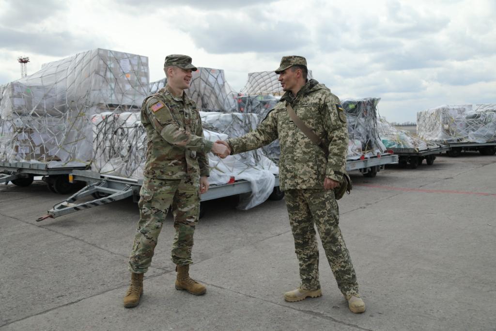 Американські літак доставив в Україну військово-технічну допомогу
