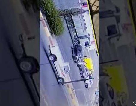 فيديو رجل يصدم زوجته فى خميس مشيط  يشعل تويتر
