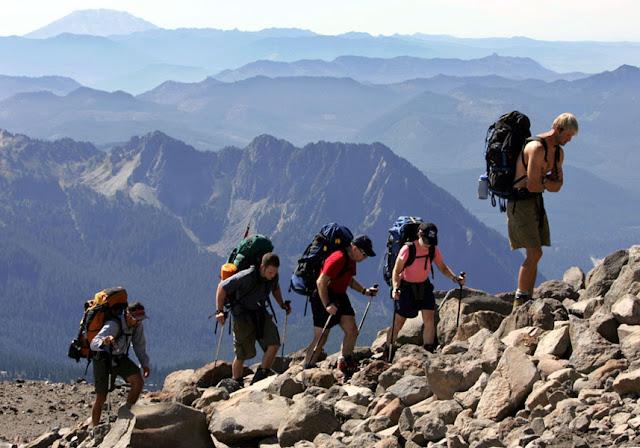 Memilih Bekal Makanan untuk Mendaki Gunung Tak Boleh Sembarangan