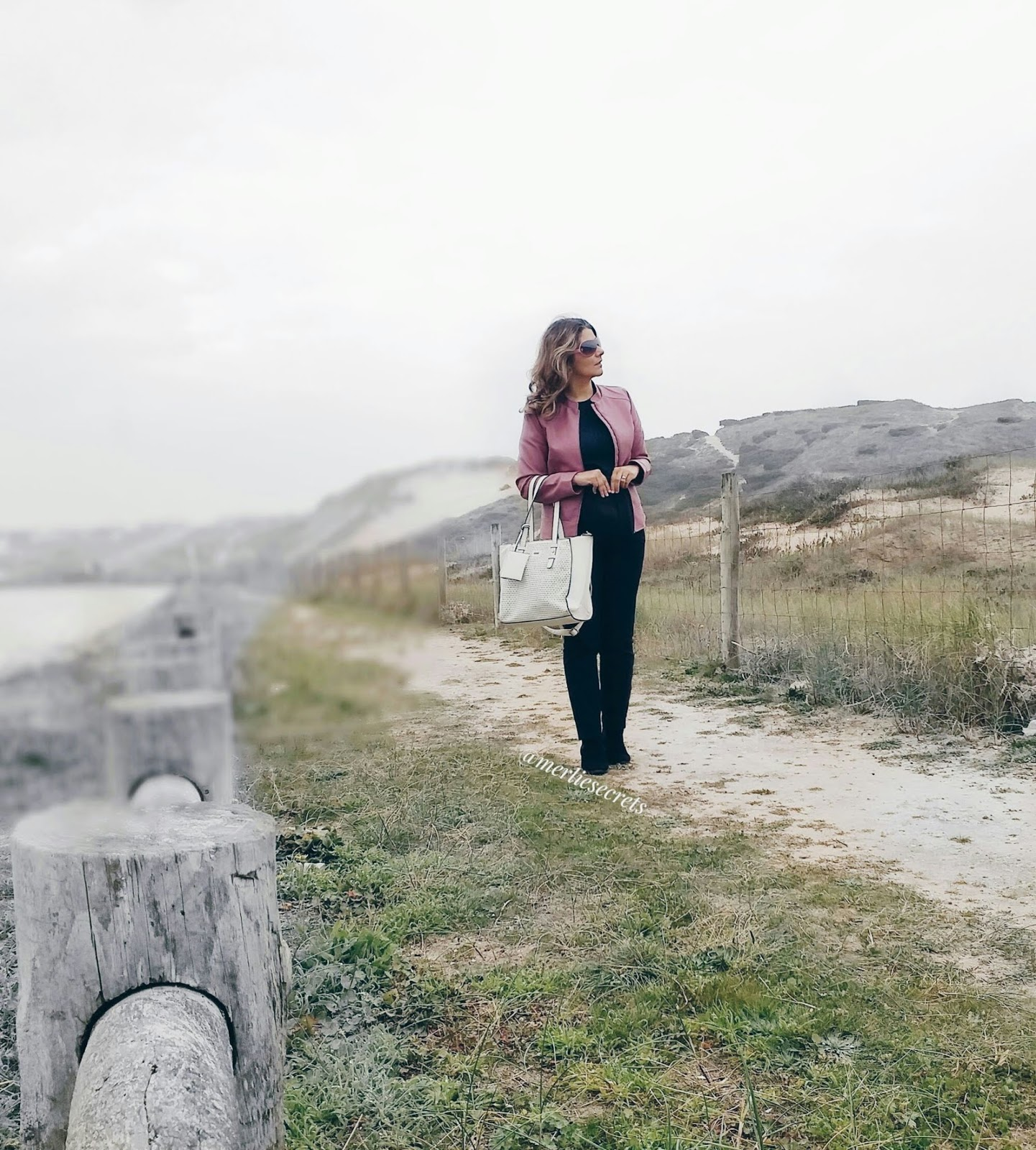 Outfit preto e rosa com blusão da Mo