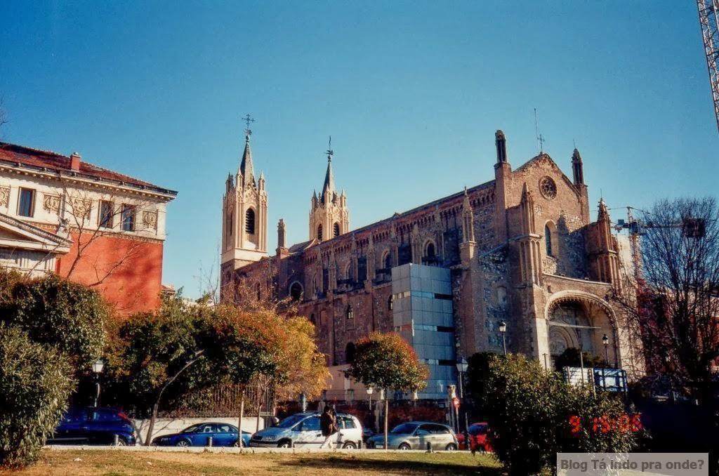 Paróquia de San Jerónimo el Real perto do Paseo del Parque