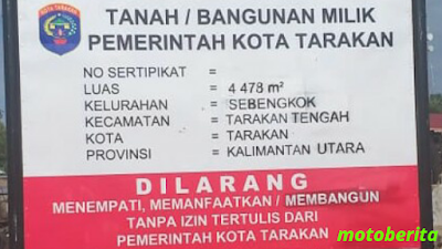 papan plakat pemkot di pasar batu