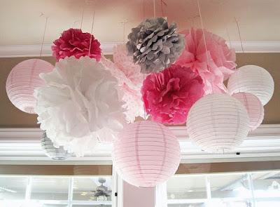 Pompoms din hartie de matase culori roz, alb si gri