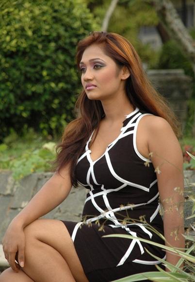 Model Upeksha Swarnamali Hot Picture Shiner Photos