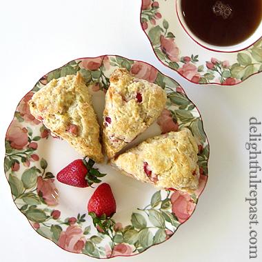 Fresh Strawberry Scones / www.delightfulrepast.com