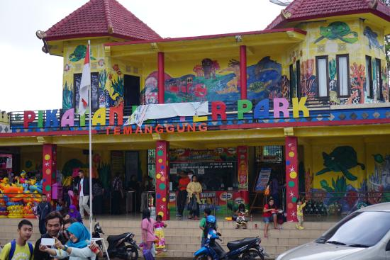 Harga Tiket Masuk Pikatan Waterpark Temanggung Terbaru 2018