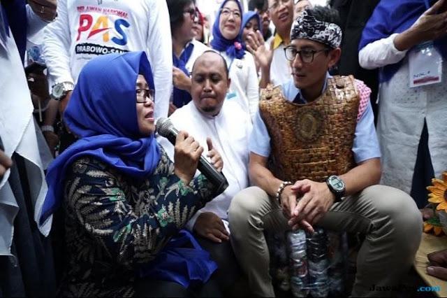 Sembari Menangis, Guru Honorer Tiba-tiba Geruduk Sandiaga Uno di Bogor