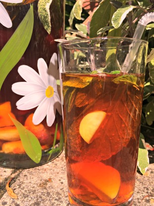 Peach and mint iced tea to enjoy in a sun soaked garden