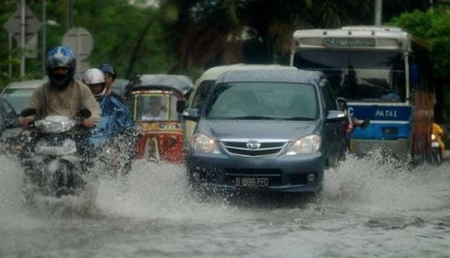Tips Merawat Mobil Saat Musim Hujan