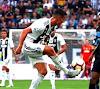 Sebutkan Variasi Gerak Menghentikan Bola dalam Sepak Bola