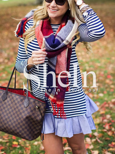 http://es.shein.com/Blue-Striped-Flounce-Dress-p-256620-cat-1727.html?utm_source=anouckinhascloset.blogspot.com&utm_medium=blogger&url_from=anouckinhascloset