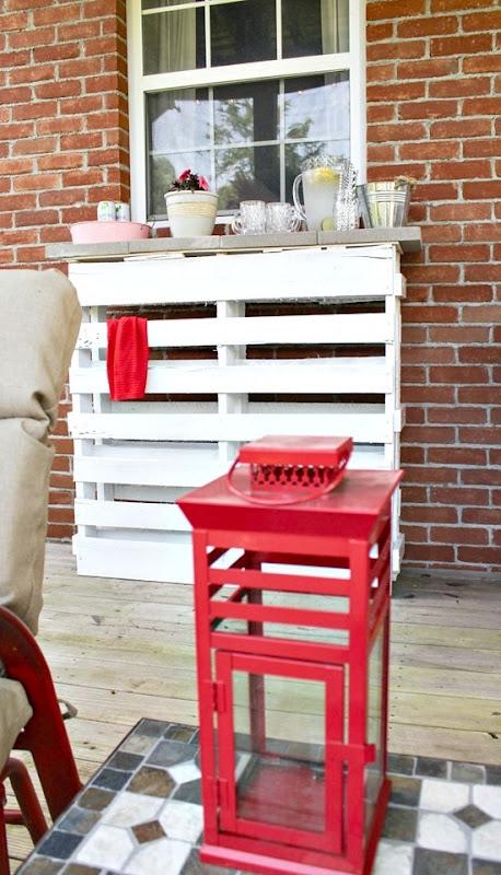 DIY Wood pallet outdoor bar