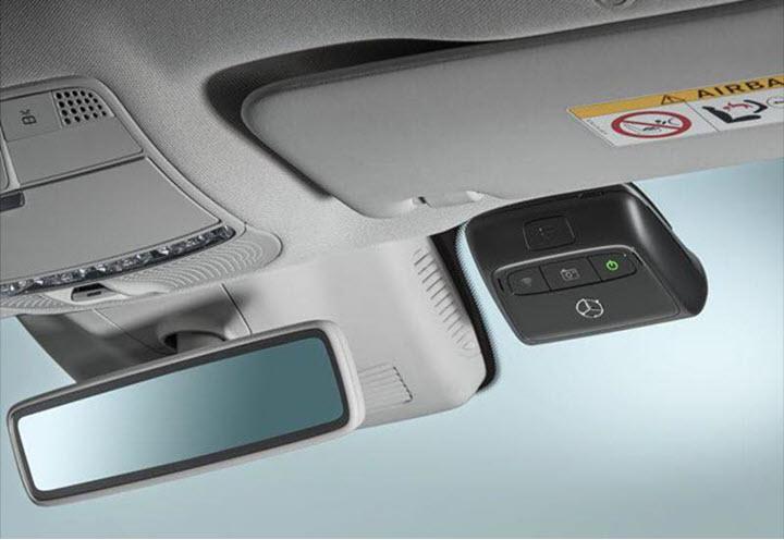 Xôn xao Camera hành trình giá 27 triệu đồng của Mercedes-Benz Việt Nam