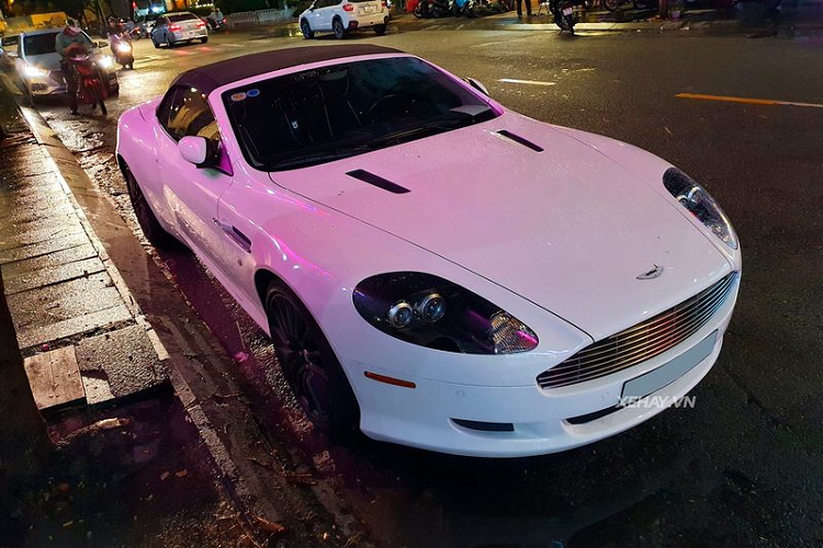 Aston Martin DB9 Volante - 'điệp viên Anh' trên phố Sài Gòn