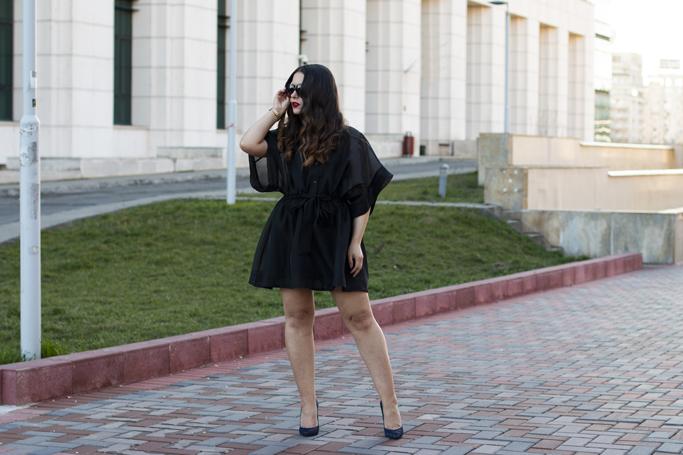 adina nanes all black outfit