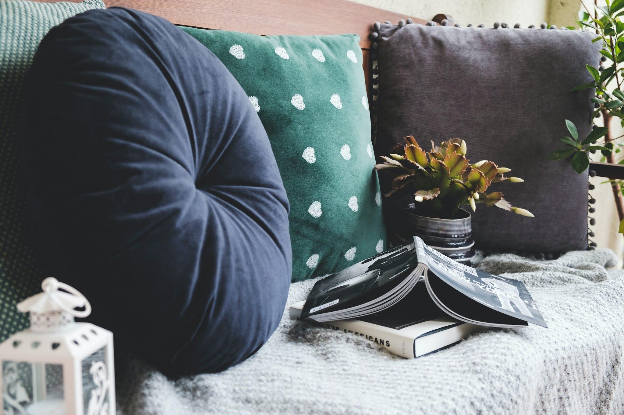 a cozy sofa area from Unsplash free stock image Krisztina Papp