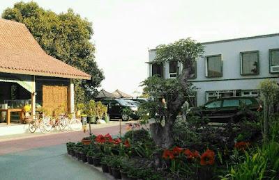 Villa-sekitar-Candi-Cetho