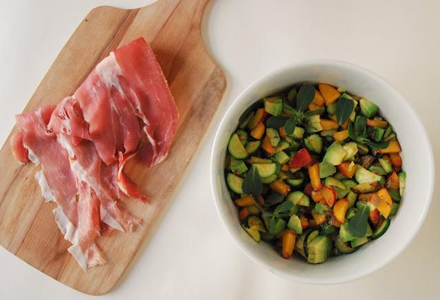 Salade de nectarine, avocat et courgette