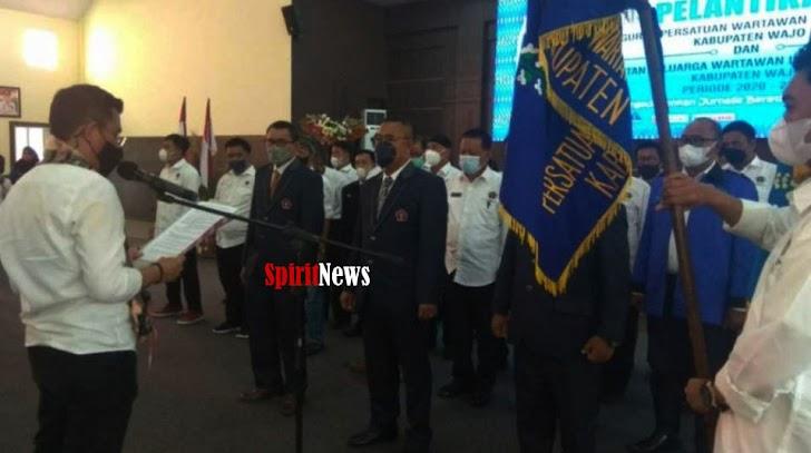 Ketua PWI Sulsel Melantik Pengurus PWI Kabupaten Wajo Priode Tahun 2020 - 2023