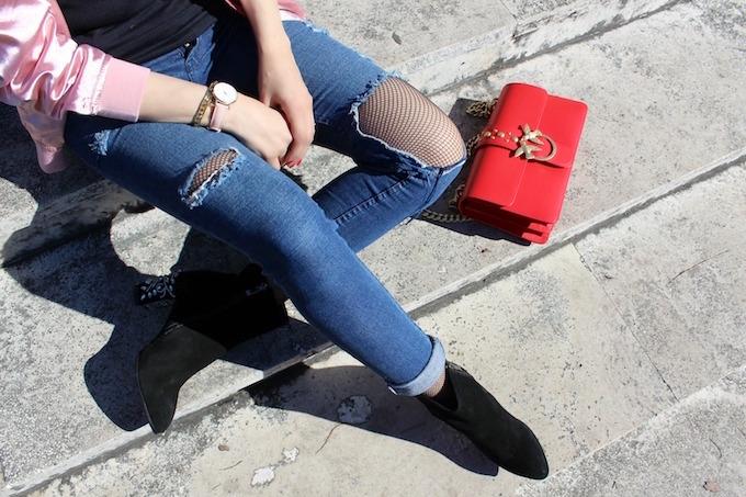 pantaloni-strappati-e-calze-a-rete-trend