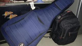 gitar inilah yang harus masuk bagasi pesawat