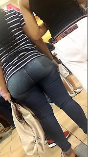 Morena nalgas redondas jeans apretados