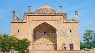 Chini ka Roza Tomb Travel big India