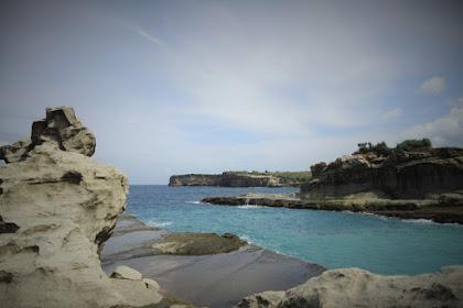 Pesona Wisata Pantai Klayar di Pacitan